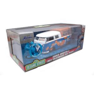 VW BUS PICK 1962 WITH SESAME STREET COOKIE MONSTER FIGURE 1:24 Jada Toys Movie