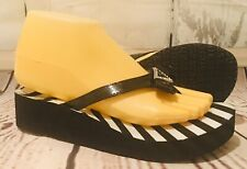 GUESS  Charms PLATFORM THONG FLIP FLOPS SANDALS SMALL / MEDIUM Black And White
