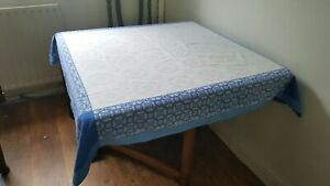 VINTAGE STYLE WHITE WITH PRETTY BLUE FLOWER EDGED LINEN TABLECLOTH