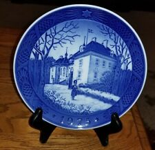 "Royal Copenhagen 1975 Christmas Plate ""The Queen's Christmas Residence"""