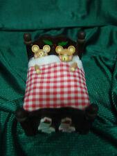 VINTAGE CHRISTMAS SLEEPING TEDDY BEARS IN BED ANIMATED/MUSICAL ENESCO