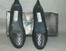 NNEW Women's Trotters Felice Size 6 Medium, Navy Leather Casual Shoe