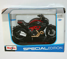 Maisto - DUCATI DIAVEL CARBON Motorbike - Model Scale 1:18