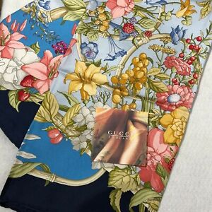 SPECIAL PRICE! Auth Never Used GUCCI Scarf 100% Silk 90 Navy Flower Berry