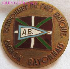 BG7365 - INSIGNE BADGE AVIRON BAYONNAIS - RADONNEE DU PAYS BASQUE