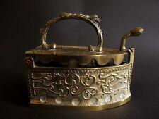 Älteres Kohle Bügeleisen aus Messing Bronze 1,09 kg schwer