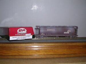 ATLAS #1971-1  Conrail  ACF 3-Bay Covered Hopper Car #884812 Weathered H.O. 1/87