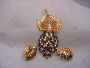 Vintage Trifari Rhinestone Pin & Earring Set ???