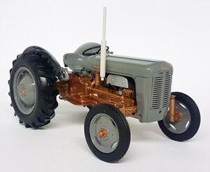 UH 1/16 Scale 2986 Massey Ferguson FE 35 1956 Copper Belly Diecast model Tractor
