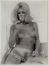SMOKING NUDE BLONDE w TANLINES / NACKTE BLONDINE RAUCHT * Vintage 60s US Photo