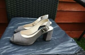WORN ONCE LADIES TAUPE PEEPTOE SLINGBACKS BY CLARKS NARRATIVE SIZE 3.5D