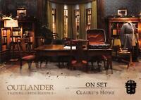 Outlander Season 3 ON SET GOLD FRASER CREST VARIANT Trading Card Insert S6