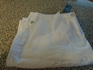 BRAND NEW  GREEN LAMB GOLF SHORTS -SIZE 18, MEASURES 36 -COLOUR -WHITE