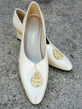 8.5N California Magdesians Cable Platinum Pumps Gold Tone Detail Mother of Bride