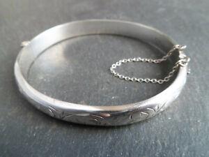 Beautiful Vintage Fully Hallmarked Solid Silver Bangle / Bracelet - Sterling