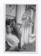 PHOTO ANCIENNE Déguisement Travestissement Homme Couple Kiss Baiser Vers 1950