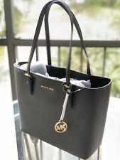 Michael Kors firma Jet set viaje mediano Carry All bolsa en negro