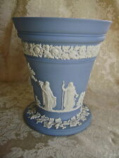LOVELY VERY LARGE WEDGWOOD PALE BLUE JASPERWARE ARCADIAN VASE WITH FROG INSERT