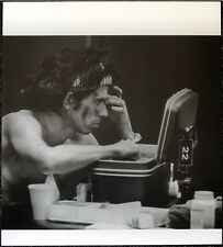 THE ROLLING STONES POSTER PAGE KEITH RICHARDS APPLIES WAR PAINT . Y57