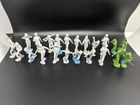 32 Louis Marx 1963 MCMLXIII  Vintage Toy White Soldiers (4 Green) 6 unmarked
