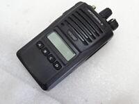 MOTOROLA VX-264-G6-5, UHF 403-470 MHZ, 5 WATT, 128 CHANNEL TWO WAY RADIO