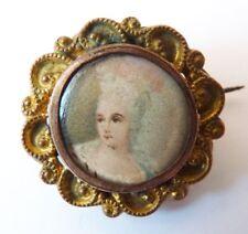 Petite broche 19e siècle en métal doré avec miniature bijou ancien