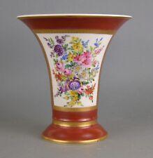 Vase cornet en porcelaine de Bruxelles manufacture Demeuldre-Coché