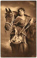 JOLIE FEMME ET SON CHEVAL. PRETTY WOMAN. HORSE.