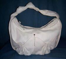 sac HOGAN en cuir blanc cassé porté épaule