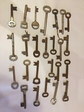 Gros lot de 108 anciennes clés de serrure / coffre fort / jouet ...autres