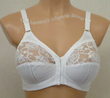 TRIUMPH SPECIAL 9408, NONWIRED, SOFT CUP, HALF LACE, FRONT FASTENING BRA, WHITE