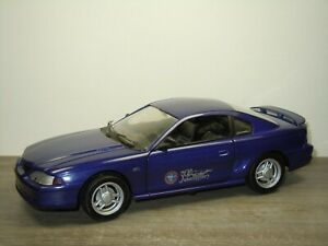 1994 Ford Mustang 30th Anniversary - Universal Hobbies 1:18 *52618