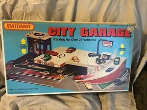 Vintage Matchbox City Garage 1981 & 1/64 Cars - Serious Collectors