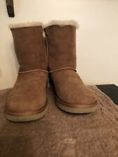 UGGS BAILEY BOW Women's SIZE 7 Boots in Tan