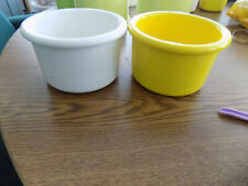 "Crock style bird or pet water/food plastic dish 16"" oz.white+yellow discounted"