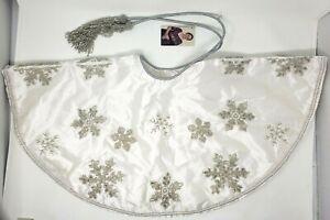Sudha Pennathur White Beaded Embroidered Mini Christmas Tree Skirt Snowflake