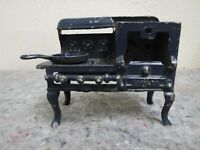 Vintage Cast Iron Salesman Sample Toy Stove With One Pan