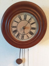 Ancienne horloge pendule Forêt noire avec balancier façade Oeil de boeuf