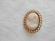 Lovely gold tone w/frosted glass cameo