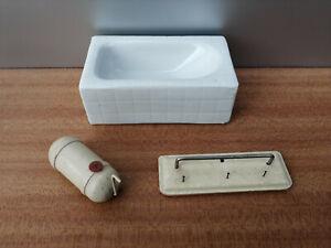 Badezimmer Einrichtung für Puppenstube Keramik Badewanne Wasserboiler Garderobe