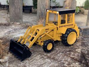 1/35 scale Conrad 2952 Massey Ferguson 50HX backhoe loader tractor digger 80's