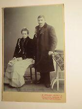 Linz a.d. Donau - Paar - sitzende Frau & stehender Mann - Portrait / KAB