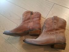 LUCKY Brand Cowboy Boho Distressed Brown Leather Boots; Sz 7; Zip on Side EUC
