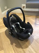 Maxi Cosi  PEBBLE car seat with isofix Family Fix Base.  Excellent !