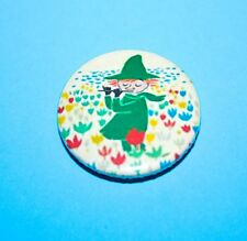 SNUFFKIN FROM THE MOOMINS PLAYING HIS FLUTE VINTAGE STYLE BUTTON PIN BADGE