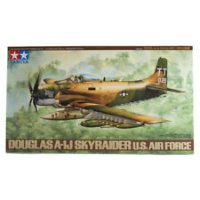TAMIYA DOUGLAS A-1J Skyraider U.S. Air Force Model Set (échelle 1:48) 61073 New
