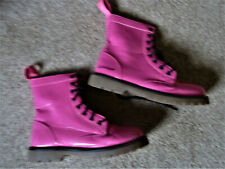 A LOVELY PAIR OF SHOCKING PINK GOLDDIGGA BOOTS SIZE 3
