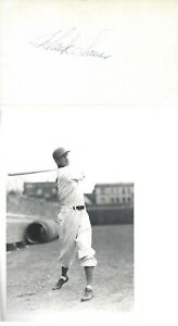 HANK SAUER, 1952 NL MVP CHICAGO CUBS, SIGNED INDEX CARD WITH BRACE PHOTO