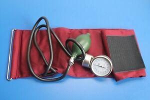 "Altes Blutdruckmessgerät  ""Neuware"" aus älterem Militärlagerbestand Bj 1977 Arzt"