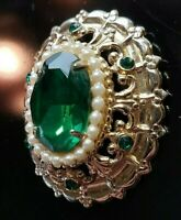 KJ JEWELRY VINTAGE CORO FACETED GREEN GLASS FAUX PEARL PIN BROOCH GOLDTONE